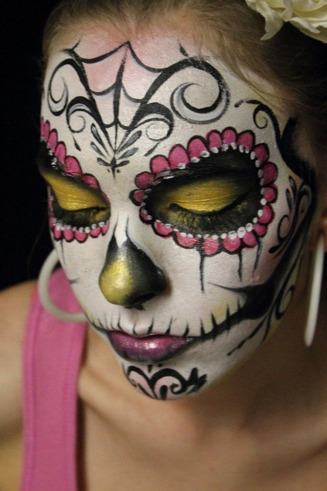 idee sugar skull schminke frauen halloween rosa gelb karneval halloween pinterest schminke. Black Bedroom Furniture Sets. Home Design Ideas