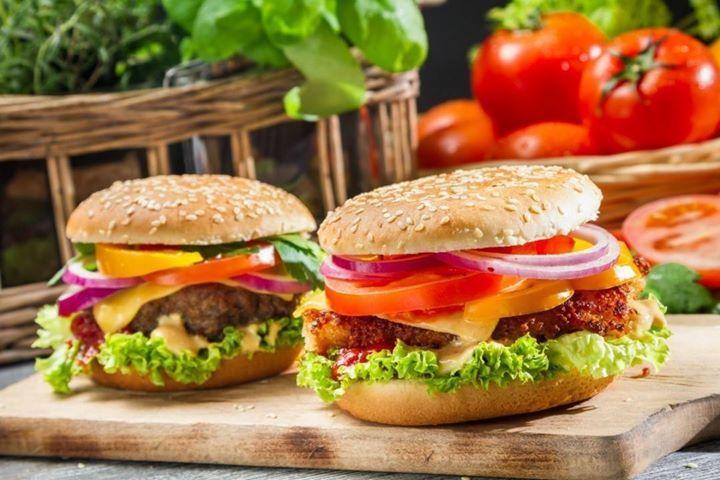 Quem não gosta de bom lanche? Pensando nisso a Chef Paula Rosignoli desenvolveu um receita deliciosa especialmente para os celíacos sem glúten e sem lactose. Confira a receita completa no blog! Acesse a bio: http://ift.tt/1IDU6ZF #bread #candy #doce #padaria #panificacao #pao #pizza #receita #recipe #salgado #salty #semgluten by massamadreblog http://ift.tt/1rTUnWr