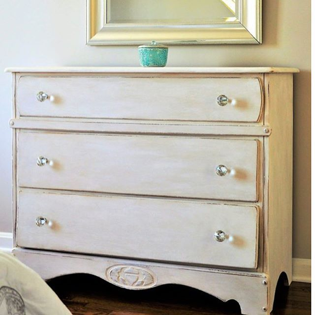 A fun before and after on this sunny Thursday! This piece was found in a basement of a house that is going on the market in our neighborhood. All it needed was some paint and TLC! #makeover #beforeandafter #paintedfurniture #anniesloan #paintedwhites #layeredpaint #crafts #diy #furnituremakeover #trashtotreasure #bedroomdesign #decor