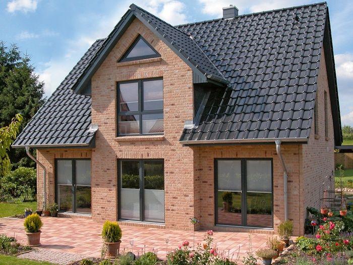 Einfamilienhaus mit giebel und terrasse von eco system for Modernes haus terrasse