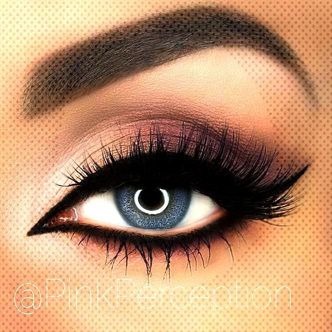 Matte Smokey With Bold Black Eyeliner Do you know how perfect makeup for blue eyes looks like? Let