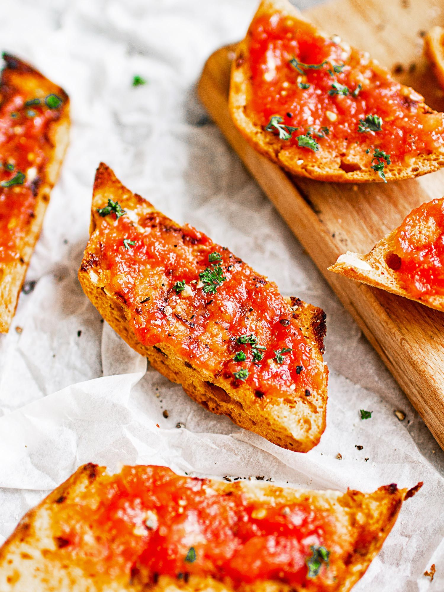 Spanish toast with tomato (Pan con tomate)