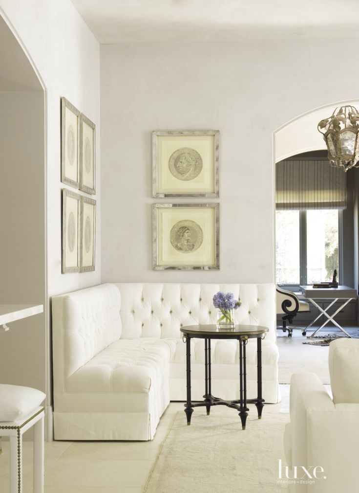 Living Room Corner Furniture Designs: In A Corner Of The Living Room, A Round Table Made Of