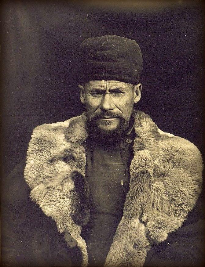 Башкиры. Bashkurd Башкир из Караякупово в зимнем костюме.