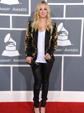Kaley Cuoco in a gold Armen blazer and Stark clutch #grammys2013