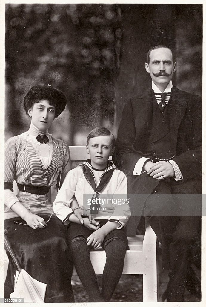 Haakon VII 1872 1957 King Of Norway With His Wife