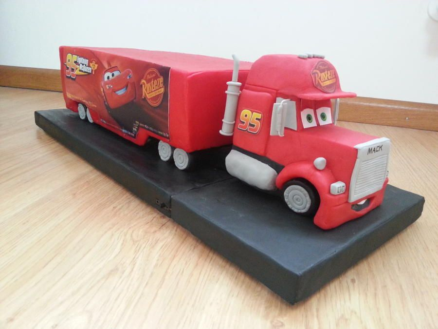 mack truck from cars cake by claudia kapers mcqueen. Black Bedroom Furniture Sets. Home Design Ideas