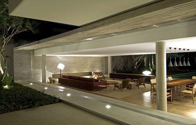 Marcio Kogan.  La sensibilidad que tiene en el #disenodeespacios es impactante. Cuidadosamente calibrada en todos los aspectos del espacio, #MarcioKogan tiene en sus obras una perfecta armonía y equilibrio, en cada perspectiva, cada mirada... una #arquitectura rica en detalles. Y cada detalle parece estar bien trabajado, por lo que es impecable.  #casas, #arquitectura, #tendencias, #espacios, #diseno