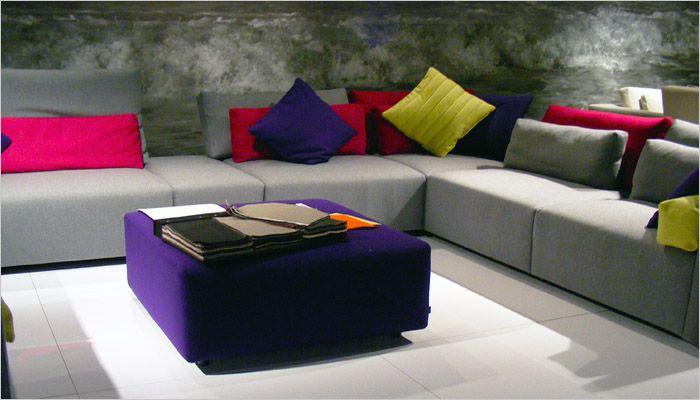 moderne woonkamer foto met gekleurde kussens in de zetel | Styling ...