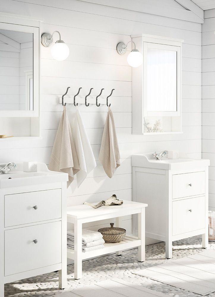 Cuarto de baño luminoso en blanco. IKEA | Muebles de baño ...