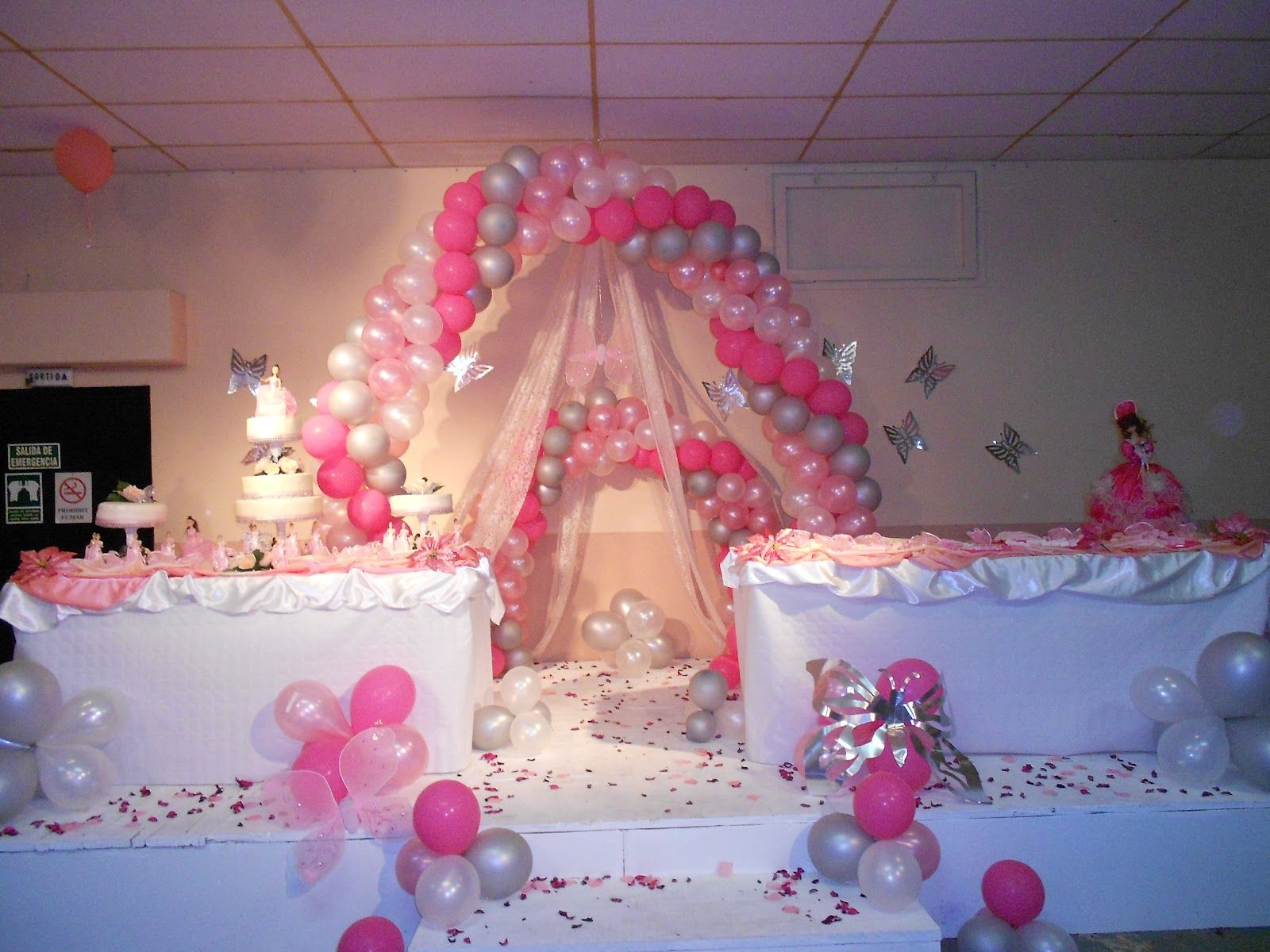 Decoracion para una quinceanera la decoracion con globos for Adornos para quinceanera