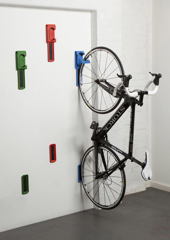 Endo Un Dispositif Ingenieux Pour Accrocher Son Velo Au Mur Rangement De Velos Dans Un Garage Support A Velo Mural Rangement Velo Garage