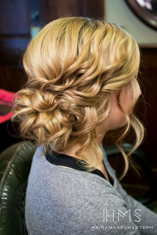 Cute bridesmaid hairstyle and really simple btw why not save this