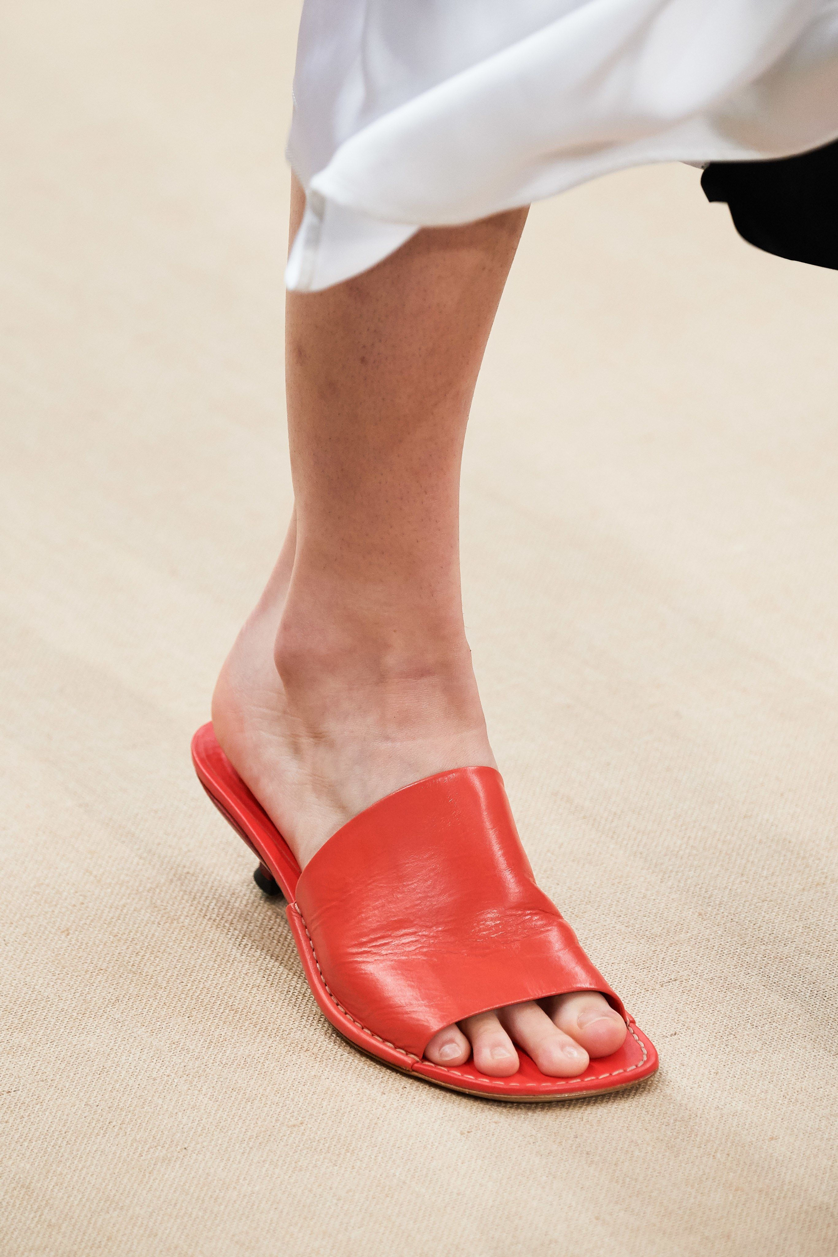 Tod's Spring 2020 ReadytoWear Fashion Show is part of Trending sandals, Casual shoes women, Heels, Womens wide shoes, Footwear design women, Shoes booties - The complete Tod's Spring 2020 ReadytoWear fashion show now on Vogue Runway