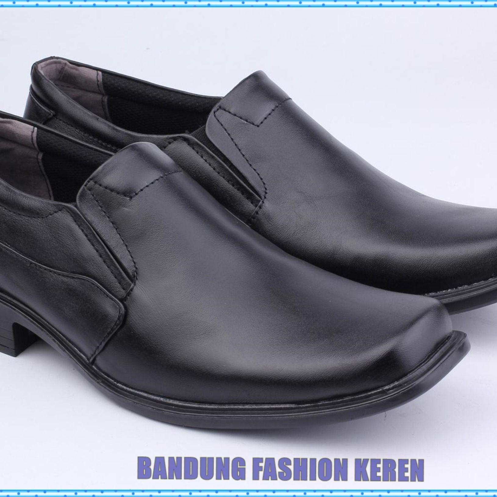 Belanja Sepatu Casual Slop Pria Trendy Kulit Suede Best Seller