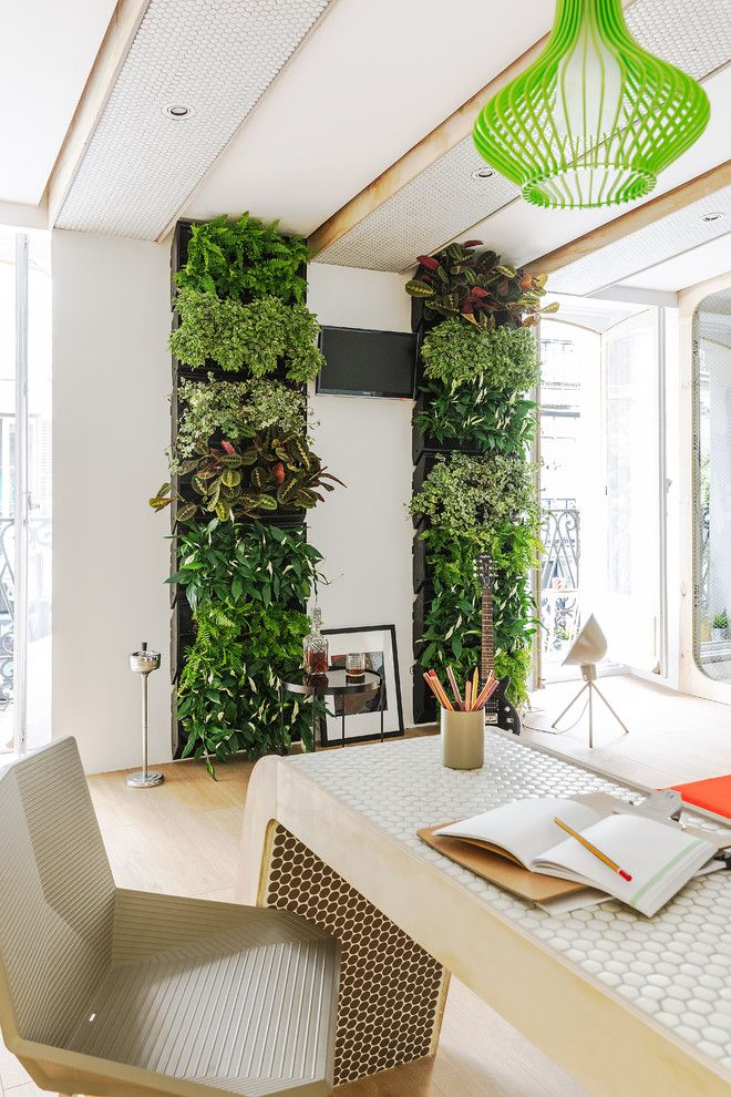 3 Ideas for Embellishing Your Workplace With Flowers and