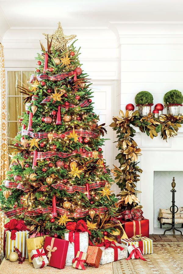 Our Favorite Holiday Drama Gorgeous Trees! Christmas tree - southern living christmas decorations