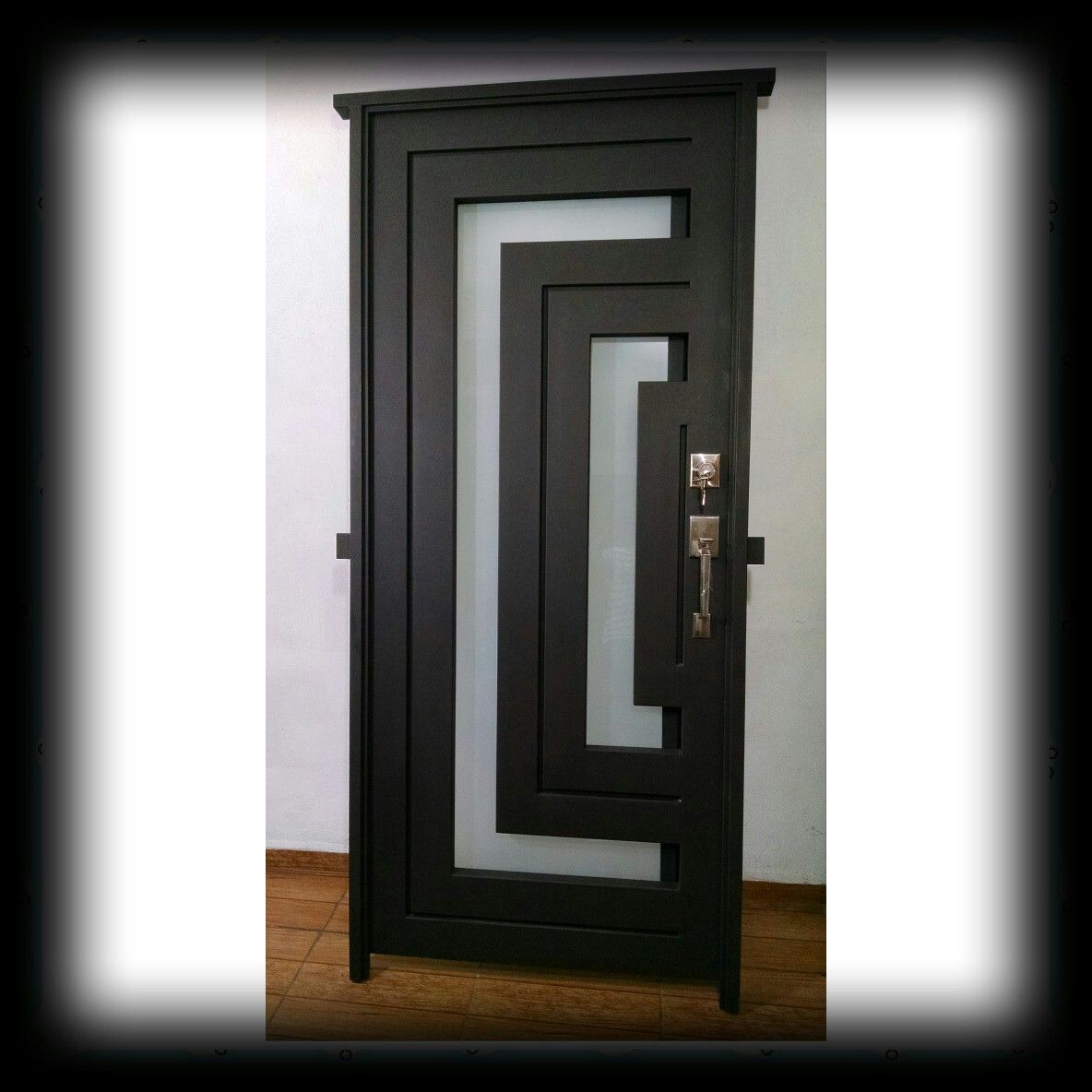 Puerta de entrada aluminio pinterest puerta de - Puertas de hierro para jardin ...