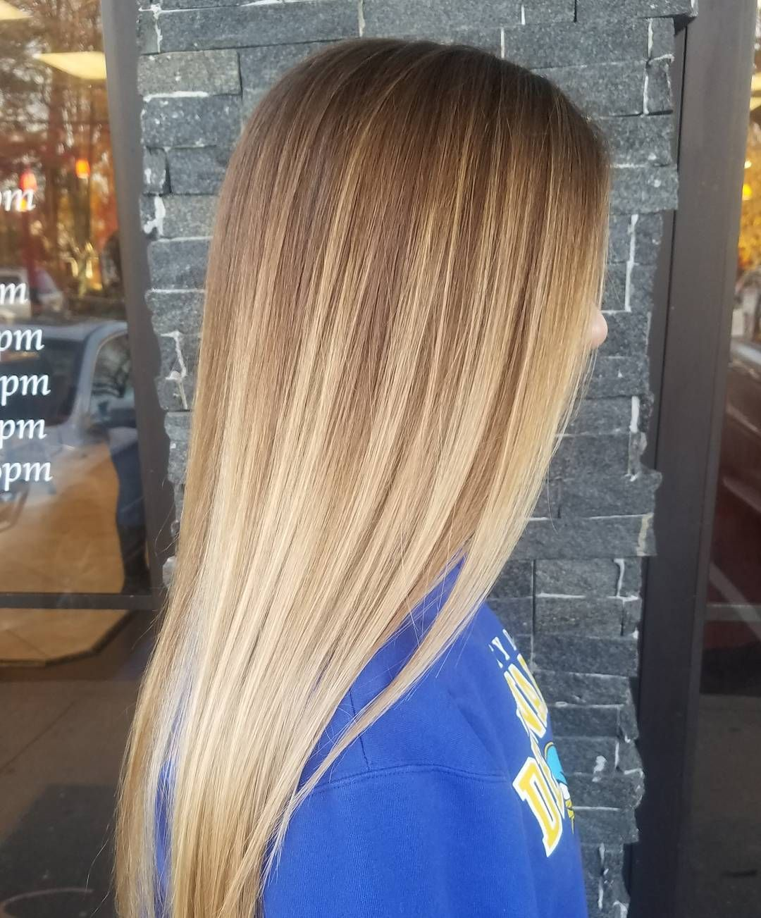 Straight Long Bronde Hair With Caramel And Beige Blonde Balayage Balayage Hair Blonde Straight Straight Blonde Hair Bronde Hair