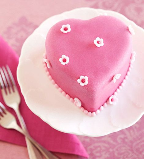 Chocolate cake with passionfruit filling. Small and sweet. (click on photo for recipe) Eindelijk èèn met het recept erbij