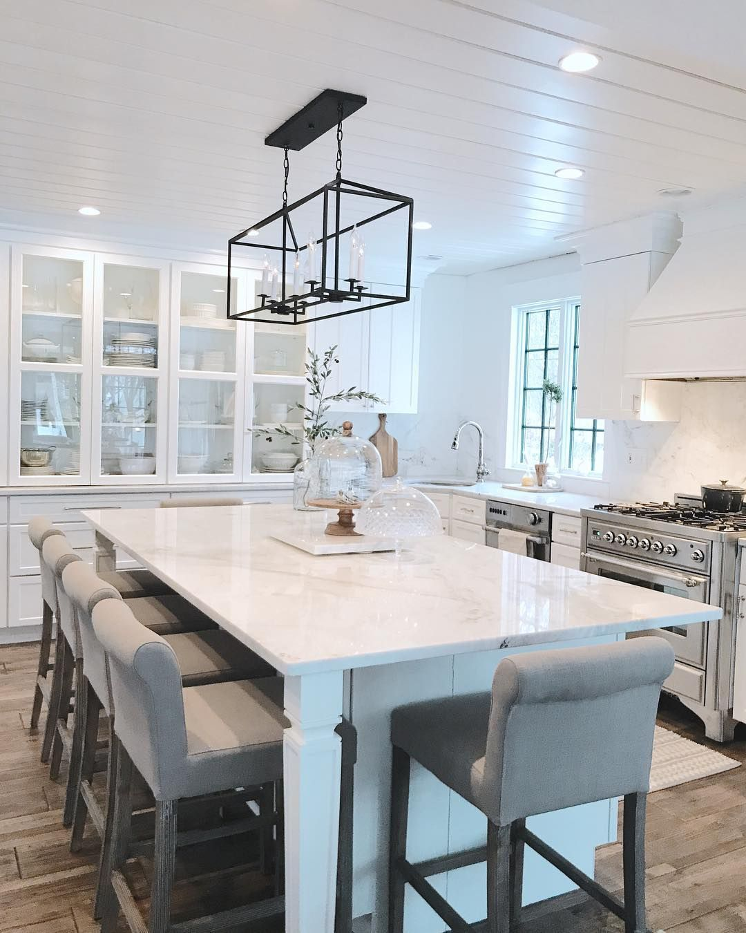 365 Likes 57 Comments Ellen Featherglass On Instagram Spending This Saturday Running E In 2020 Kitchen Inspiration Design Glass Cabinet Doors Gorgeous Kitchens