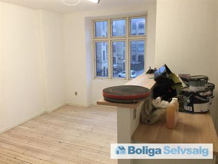 Godthåbsvej 64C, 1. tv., 2000 Frederiksberg - Nyistandsat lejlighed med 2 værelser og et åbent køkken alrum. #andel #andelsbolig #andelslejlighed #frederiksberg #frb #selvsalg #boligsalg #boligdk