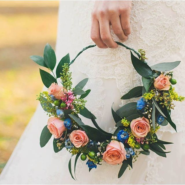 Remember this beautiful flower crown #onIBT?! We say yes please to pretty peach roses. (Link in Profile, Photo by @connectionphotography, Florals by @salisburyflowershop) #IBTwed #everydayIBT #flowercrown