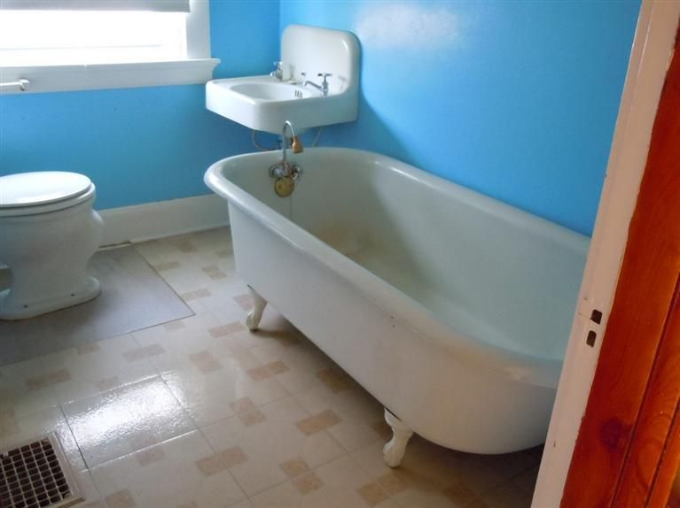 Original sink, tub and toilet in a Sears Starlight model | Sears ...