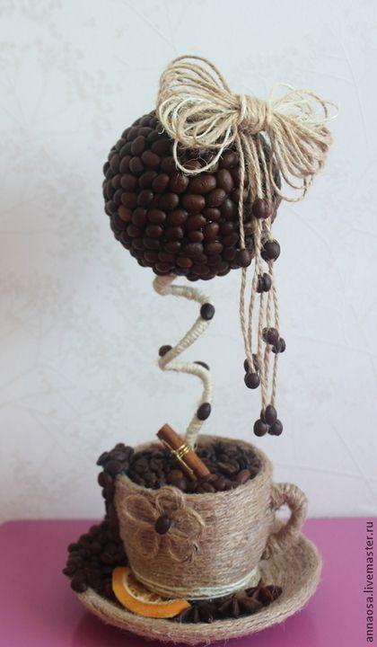 Купить или заказать Топиарии ' Кофейная пара ' в интернет-магазине на Ярмарке Мастеров. Топиарий выполнен из натуральных кофейных зерен. Ароматный подарок . Послужит украшением интерьера и подарит бодрящий аромат кофе . Зерна в кружке не приклеены можно менять . ЦЕНА ЗА 1 ШТ.