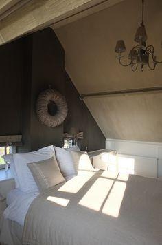Een mooie romantische landelijke slaapkamer creeëren. Omdat mijn ...