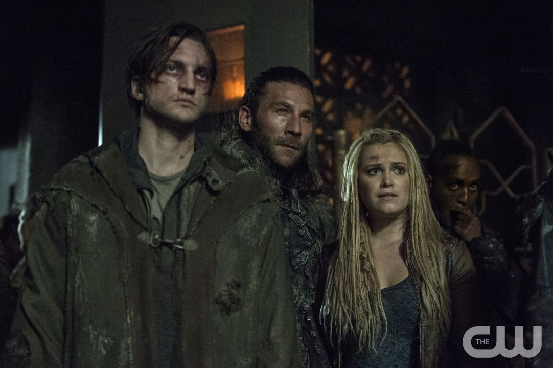 """The 100 -- """"Stealing Fire"""" -- ImageHU309b_0142 -- Pictured (L-R): Richard Harmon as Murphy, Zachary McGowan as Roan, and Eliza Taylor as Clarke -- Credit: Cate Cameron/The CW -- © 2016 The CW Network, LLC. All Rights Reserved"""