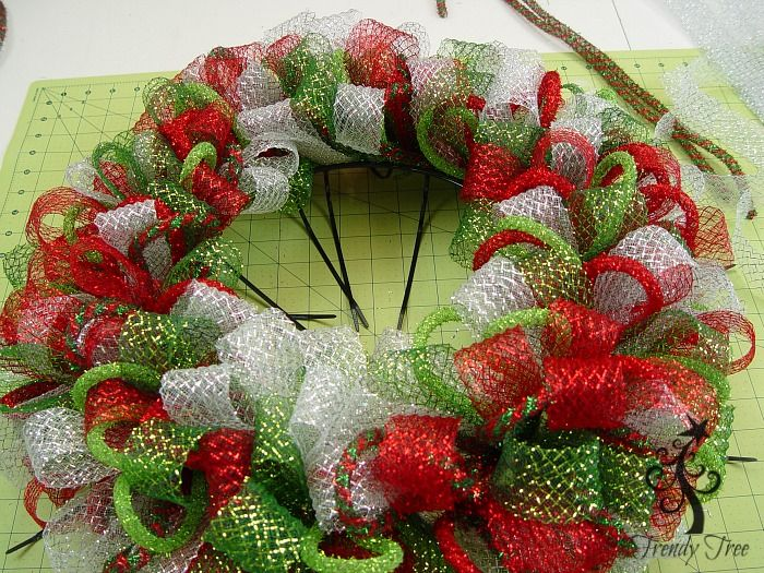 Basic Christmas Wreath Kit Christmas mesh wreaths