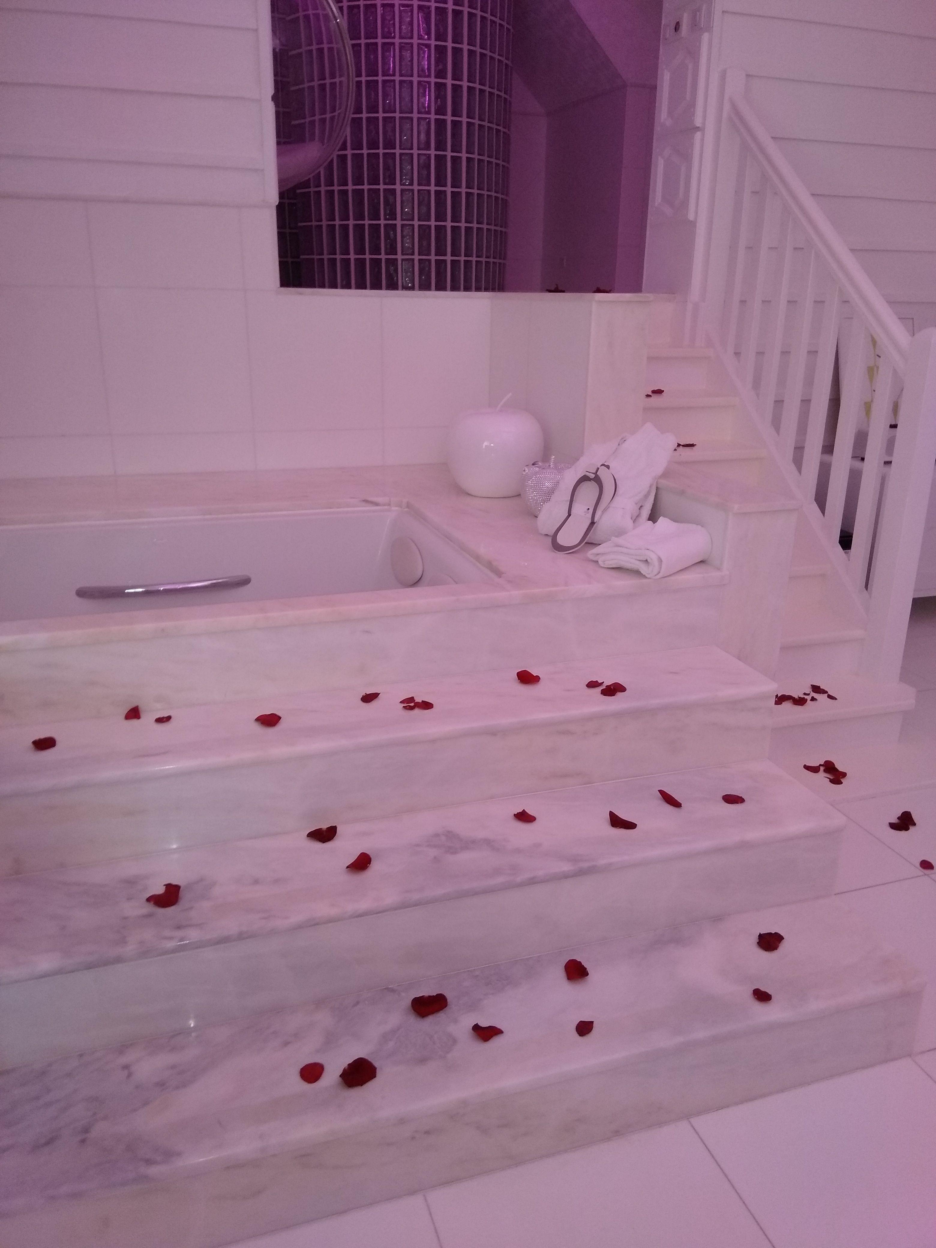 Romance O Lion D Or De Pont L Eveque Suite Avec Jacuzzi Privatif Glamour Chambres Luxueuses Suite Avec Jacuzzi Jacuzzi