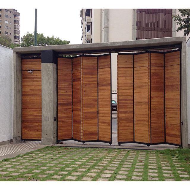Umbral casacalenasta port n plegado marquesina madera for Puertas de madera para cochera