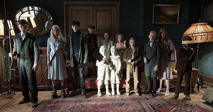 ティム・バートン監督の映画『ミス・ペレグリンと奇妙なこどもたち』が2017年に全国で公開される。  ランサム・リグズの小説『ハヤブサが守る家』…
