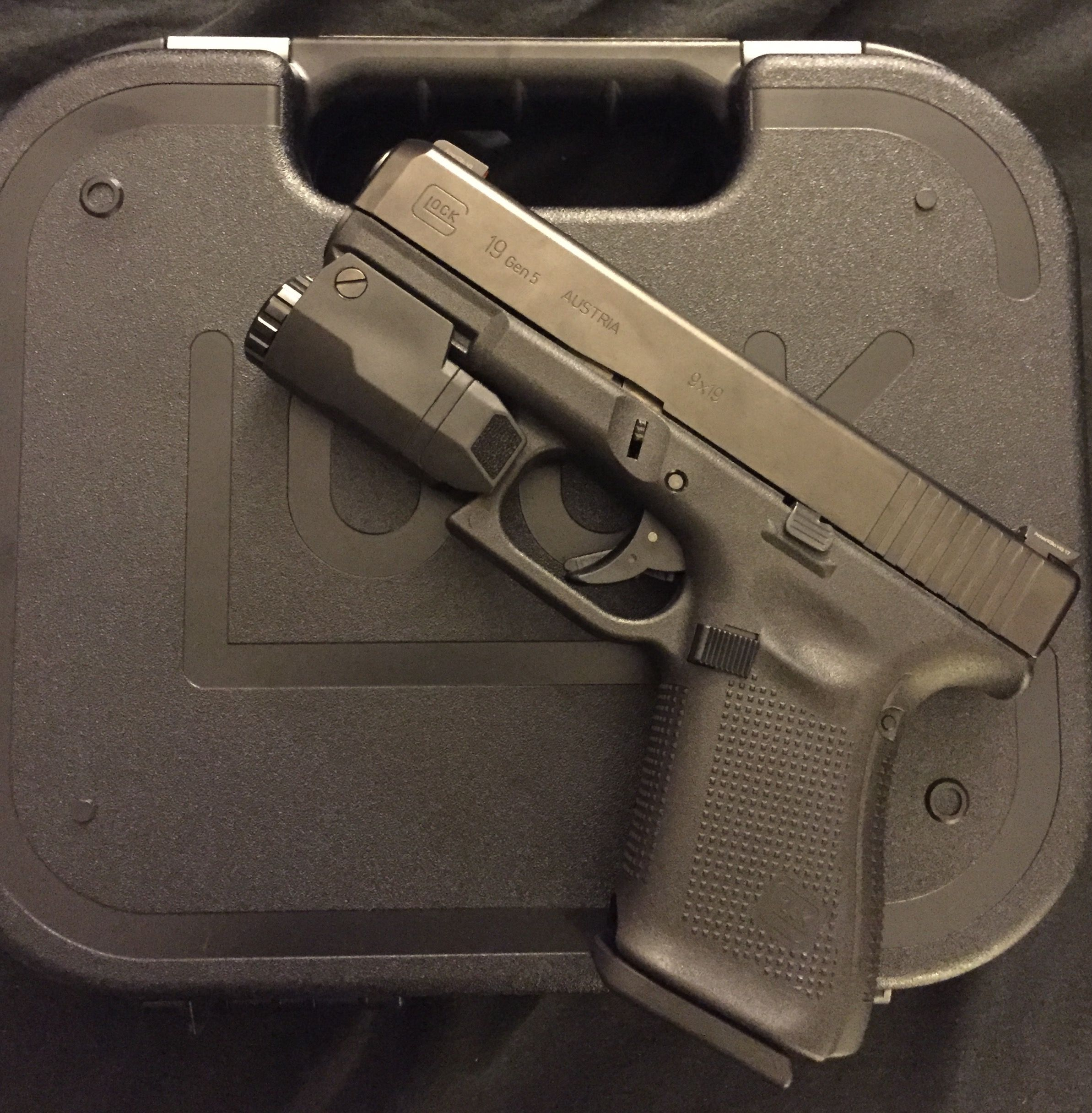 Glock 19 Gen 5 with Inforce APLc 😛 | 2A | Weapons guns