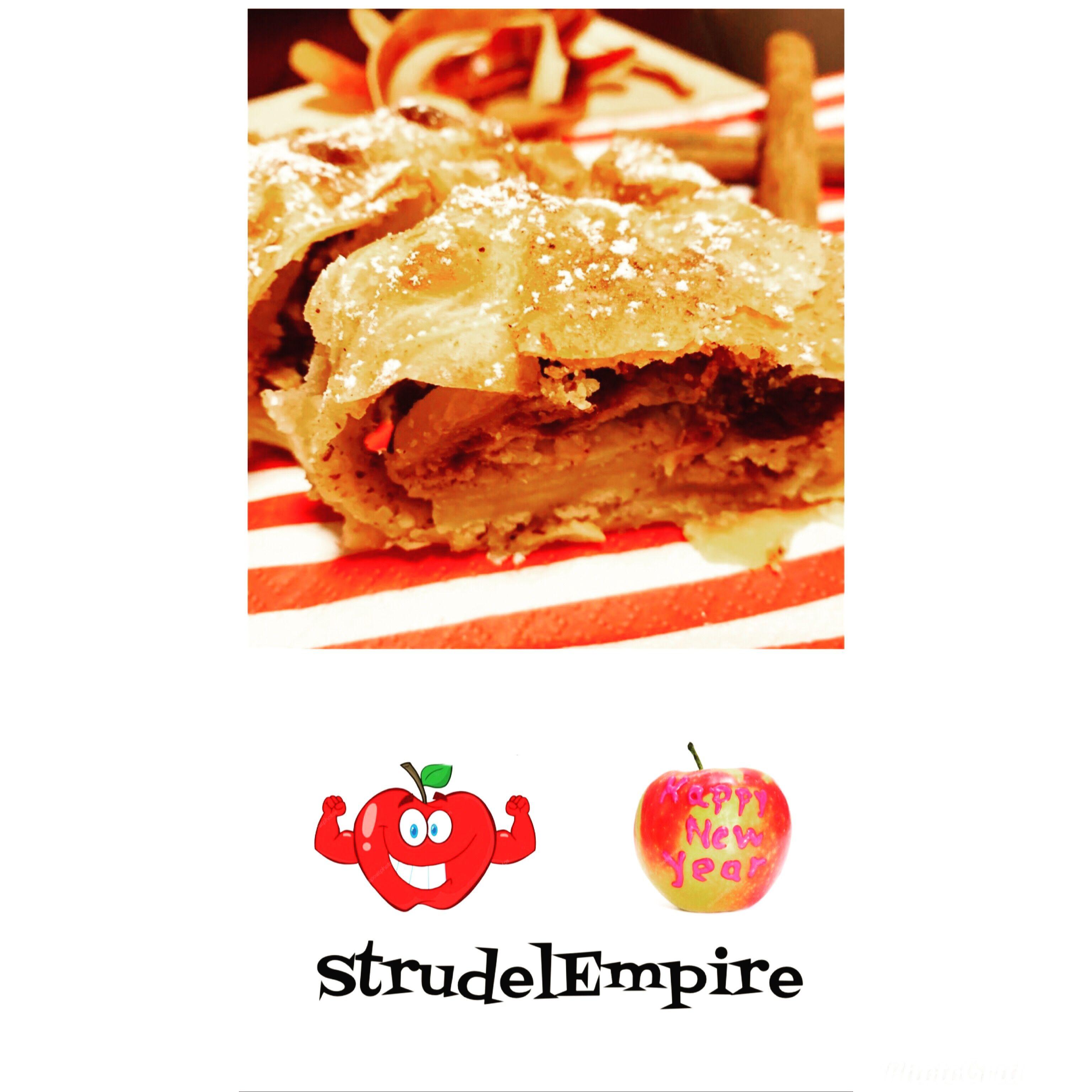 Apfelstrudel In 2020 Apfelstrudel Strudel Apfel