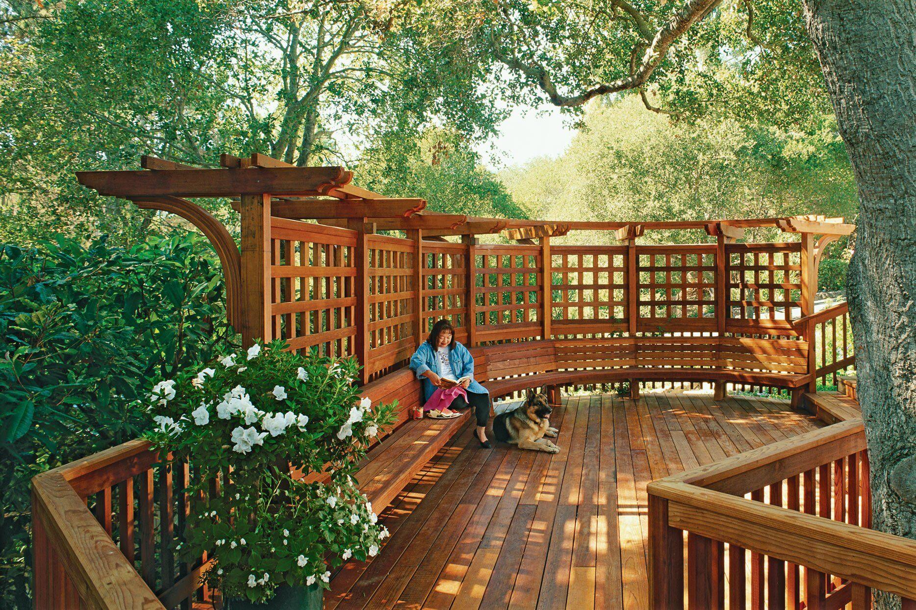 large-brown-trellis-deck-cb0a831d