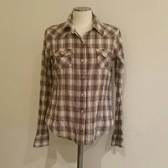 Western Styled Button Down Worn twice. Heritage 1981 by Forever 21. Heritage 1981 Tops Button Down Shirts
