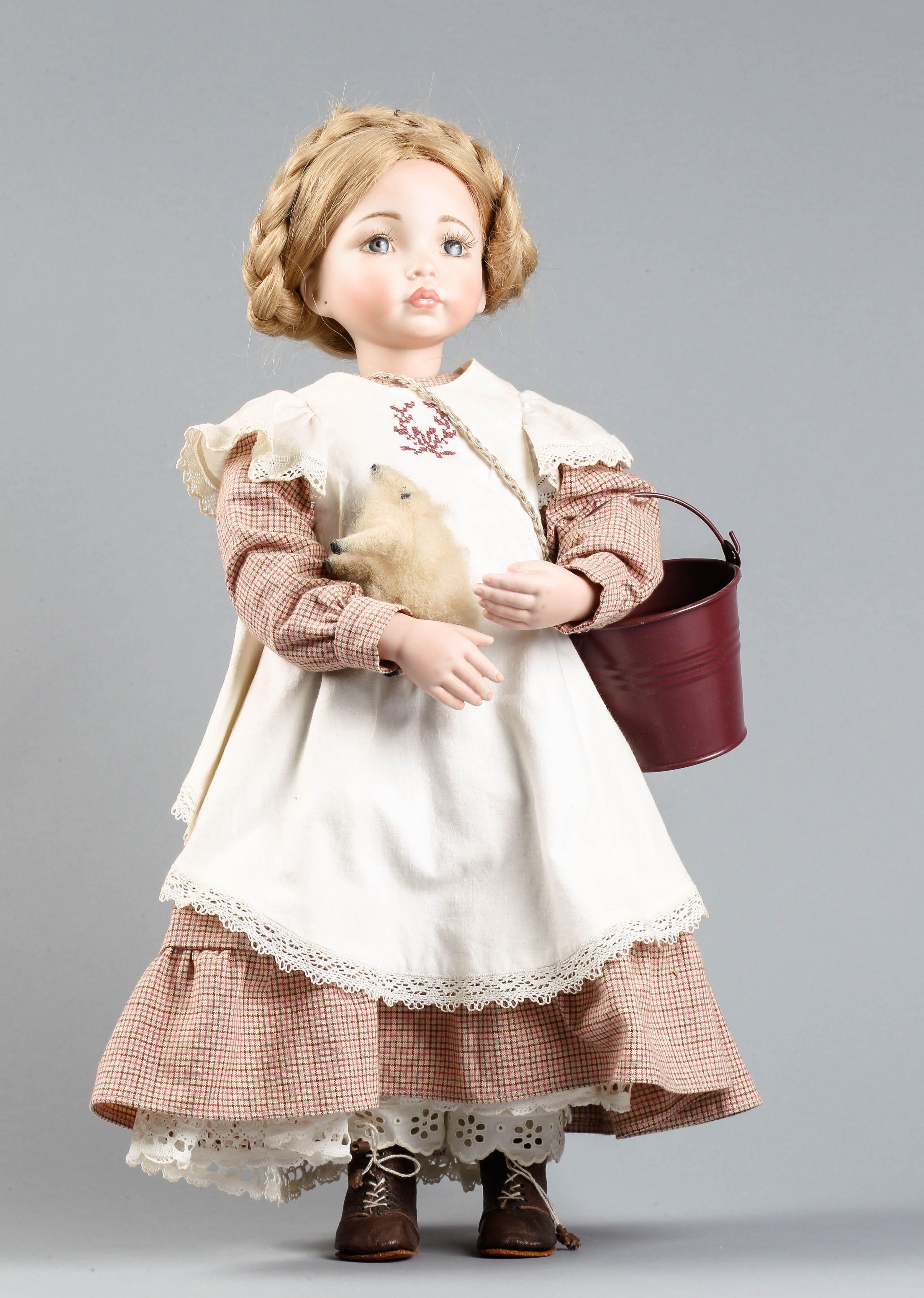Posliininukke, valmistaja: Emma Fall, yhdysvaltalaiseen nukkeen pohjautuva repro, k 50 cm.