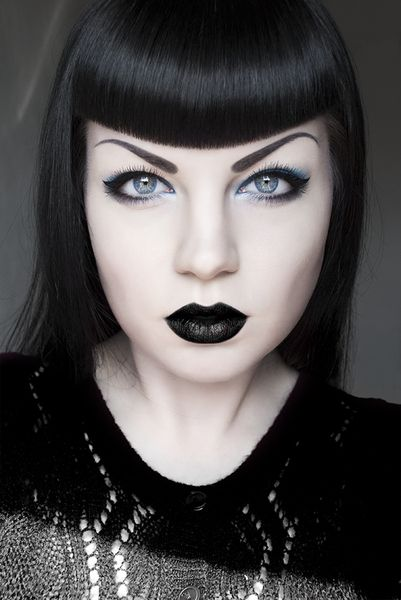 Not usually a fan of black lipstick, but I love the whole look for this one - betty bang perfectly compliment eye brows, eyeshadow is not too much and lipstick goes together well.
