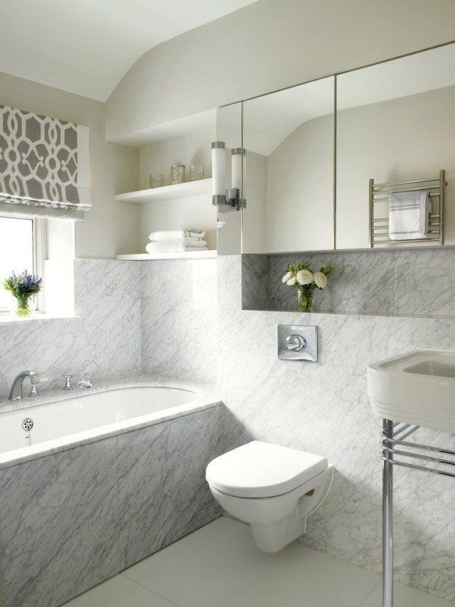 salle-bains-moderne-carrelage-mural-aspect-marbre-blanc-cuvette