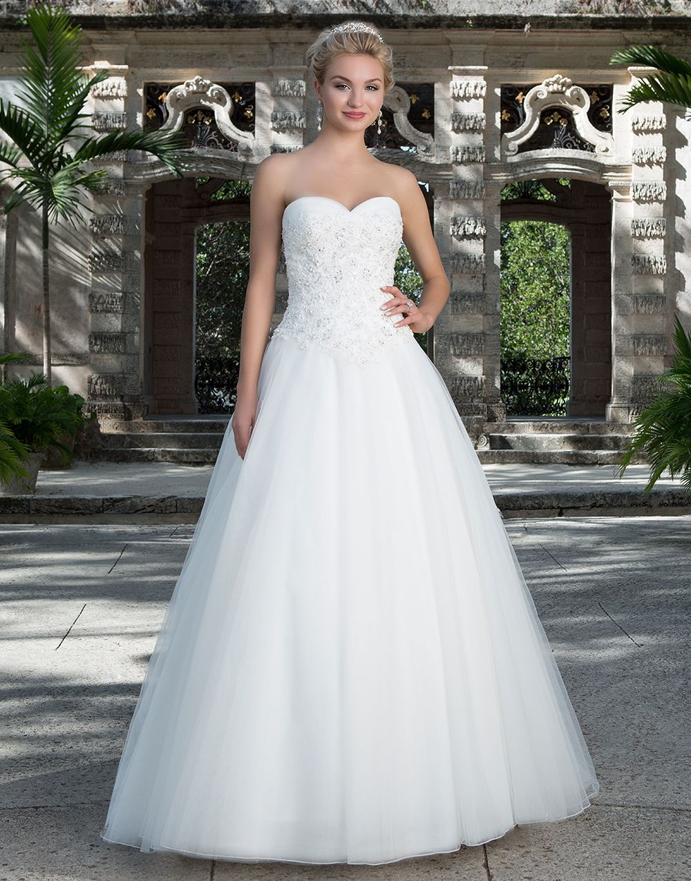 Sincerity brautkleid style 3901 This modern day ball gown features a ...