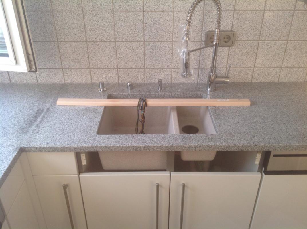 Star Galaxy Granite With Undermounted Sink For A Client In North Wiltshire Kitchensinkwithgranite Granit Kuche Kuche Arbeitsplatte