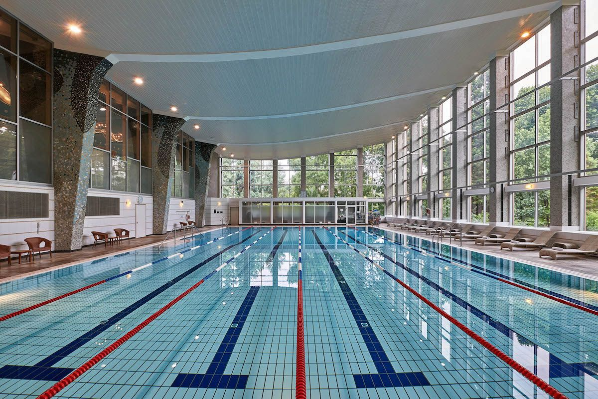 Swimming Pool Frankfurt Hilton Frankfurt City Centre Schwimmhalle Hotel Guide