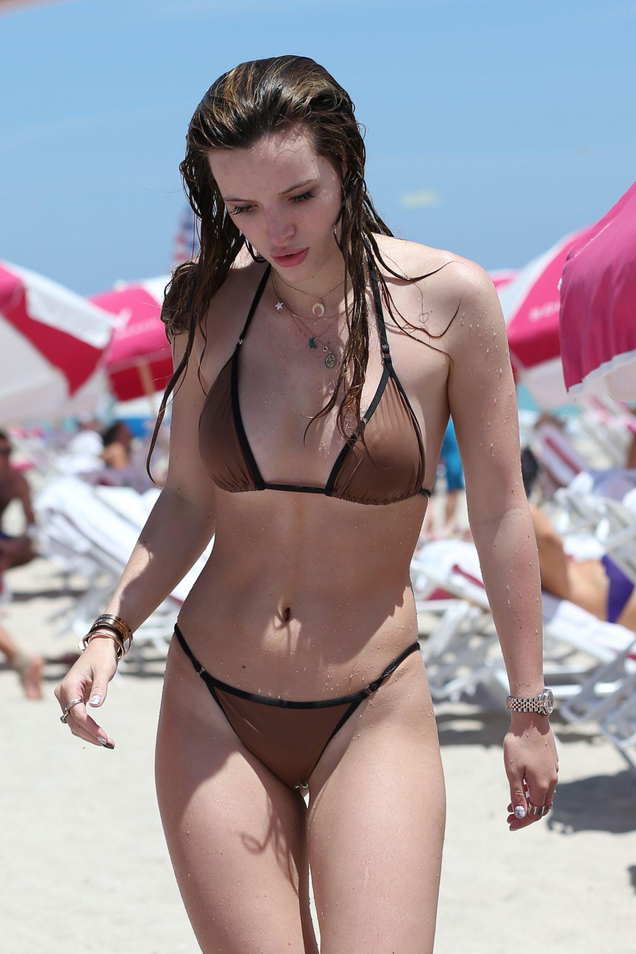 Topless Hot Kaili Thorne naked photo 2017