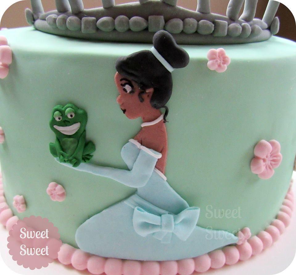 Torta La Princesa y el Sapo. Tiana y corona en 2D en pasta de goma ...