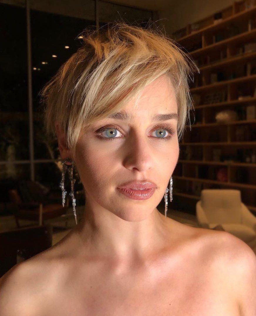 Emilia Clarke Short Hair Styles For Round Faces Short Shag Hairstyles Short Hair Styles
