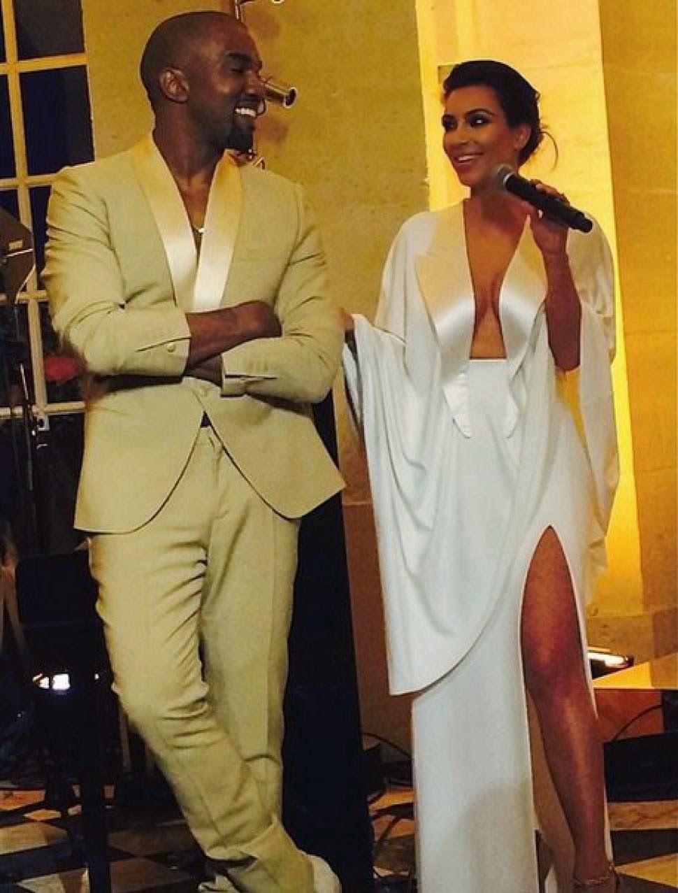 Vnewsus Blogspot Com Kim Kardashian Kanye West Wedding Celeb Guests Descend On Rehears Kim Kardashian Wedding Dress Kim Kardashian Wedding Kim Kanye Wedding