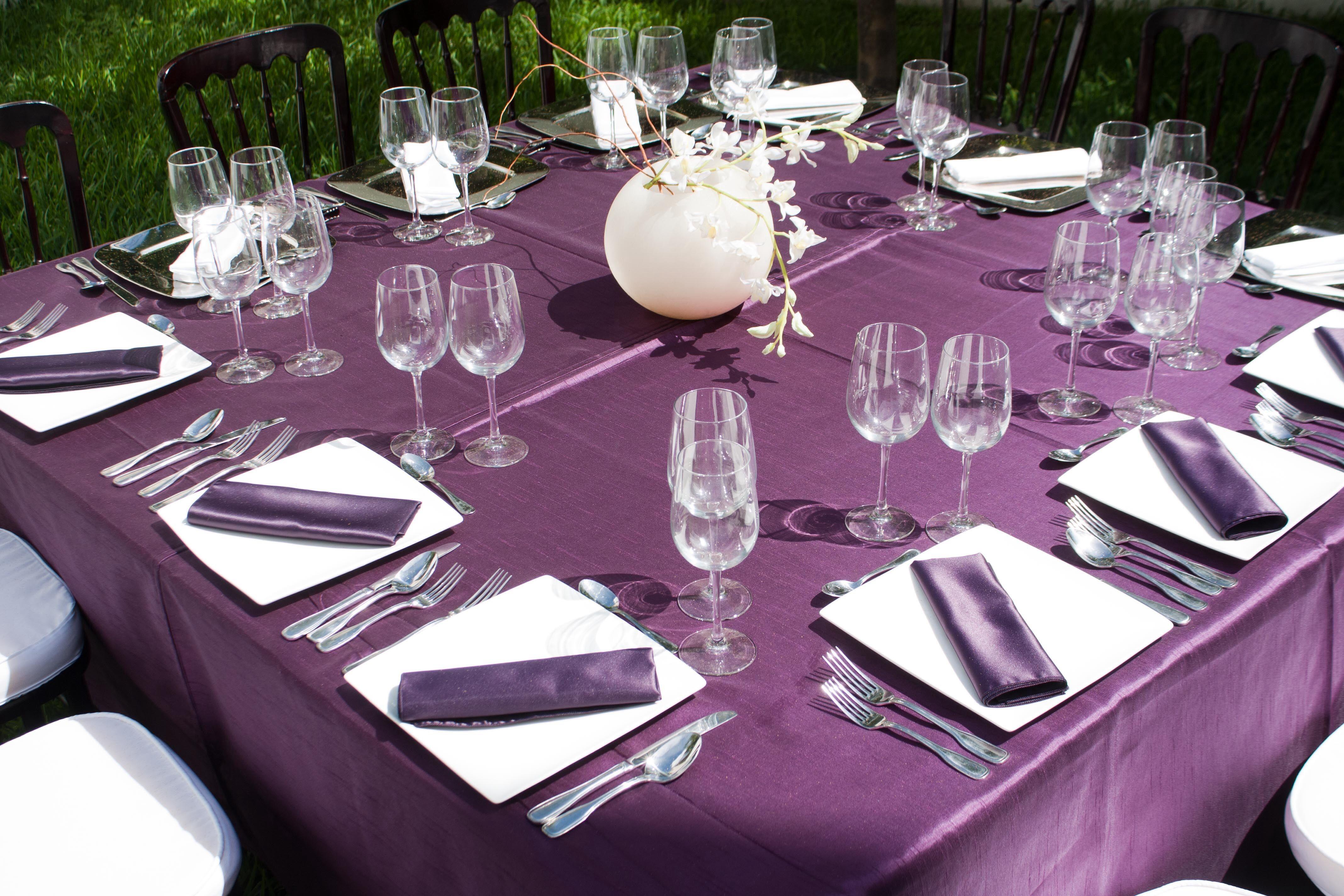 Mantel berenjena de shantung para mesa cuadrada con for Manteles de mesa cuadrada
